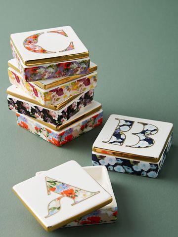 קופסת תכשיטים עם ציורי פרחים / J
