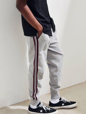 מכנסי טרנינג עם סטריפים בצדדים UO
