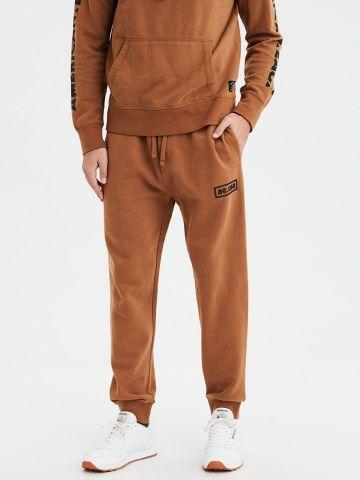 מכנסי טרנינג לוגו עם כיס אחורי