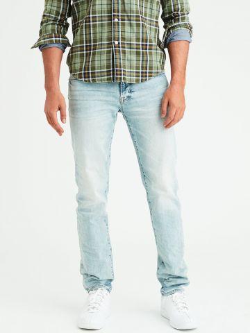 ג'ינס בגזרה ישרה Slim straight בשטיפה בהירה