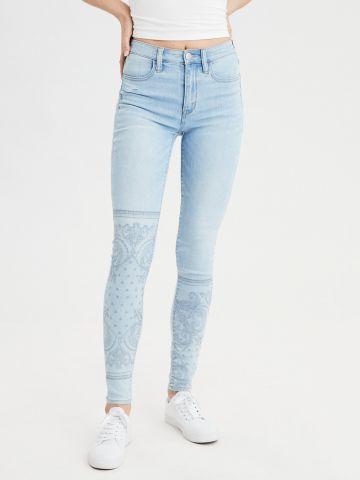 ג'ינס סקיני עם עיטורי רקמה