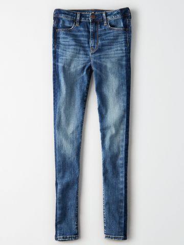 ג'ינס סקיני בשטיפה בהירה עם שפשופים