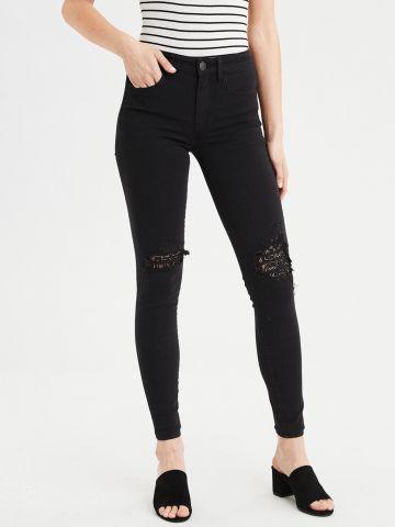 ג'ינס סקיני סטרץ' עם קרעים בעיטור תחרה