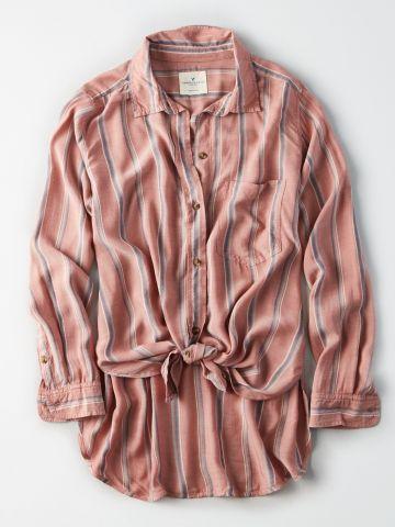 חולצה מכופתרת בהדפס פסים עם קשירה בחזית / נשים