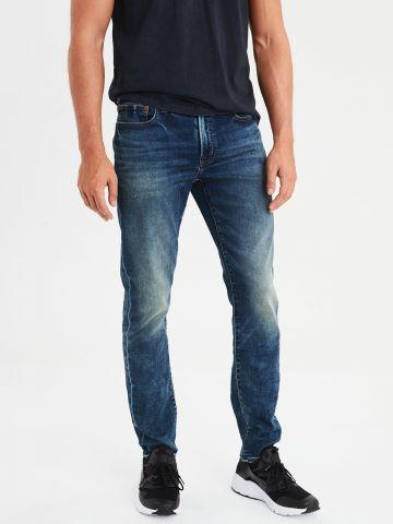ג'ינס Slim בשטיפה כהה עם הלבנה