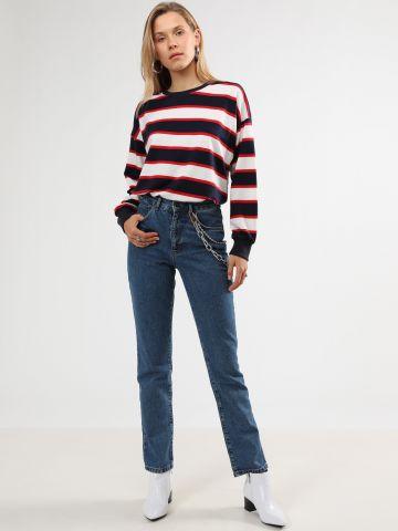 ג'ינס Mom בשילוב שרשרת