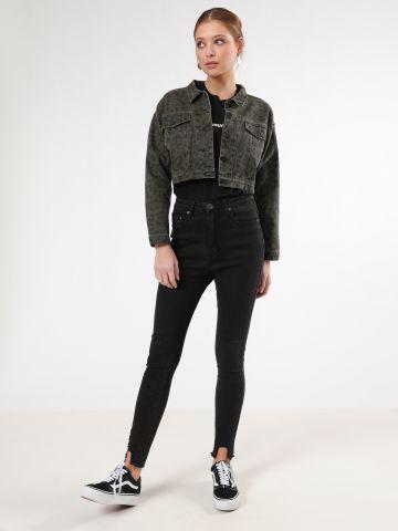 ג'ינס סקיני עם סיומת גזורה