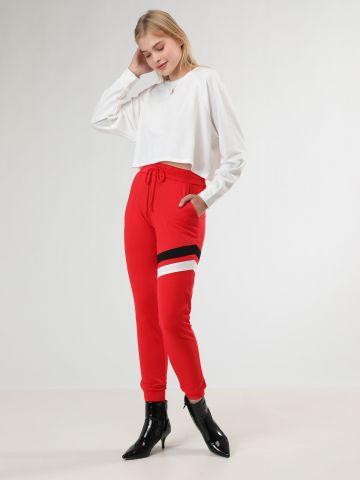 מכנסי טרנינג ארוכים עם פסים