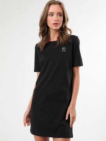 שמלת טי שירט מיני עם הדפס לוגו
