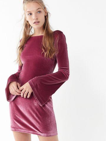 שמלת מיני קטיפה עם שרוולי פעמון UO