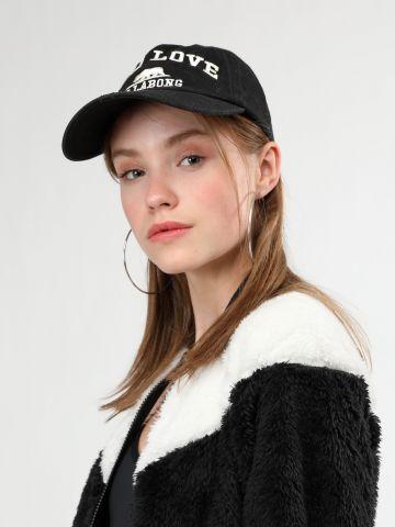 כובע מצחייה עם רקמת כיתוב Cali Love