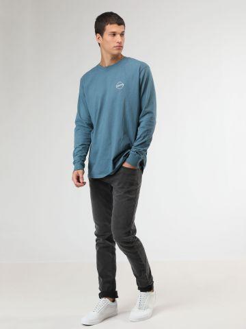 ג'ינס חלק בגזרת סלים