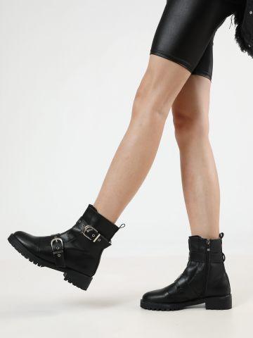 מגפיים דמוי עור עם רצועות בשילוב אבזמים