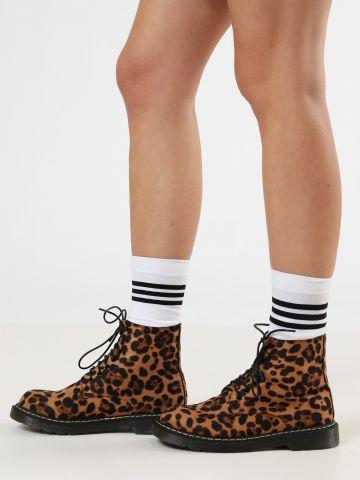 מגפיים בסגנון צבאי בהדפס מנומר