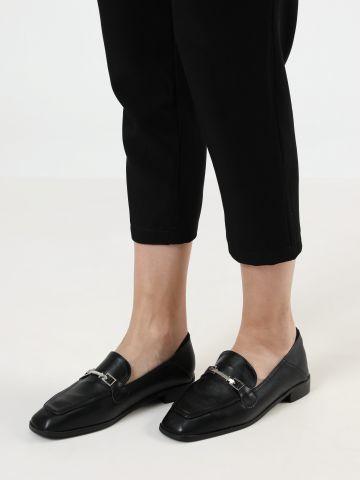 נעלי מוקסין דמוי עור עם אבזם מוזהב