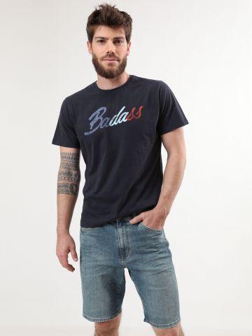 ג'ינס קצר עם פאץ' לוגו מאחור