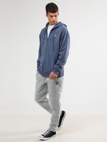 מכנסי טרנינג פוטר עם תיפורים בולטים ולוגו