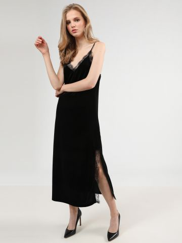 שמלת קטיפה מקסי עם עיטורי תחרה