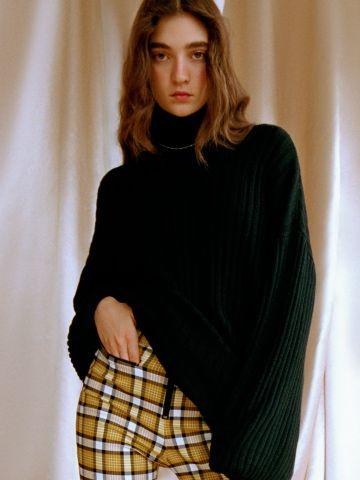 שמלת סוודר מיני עם צווארון גולף UO