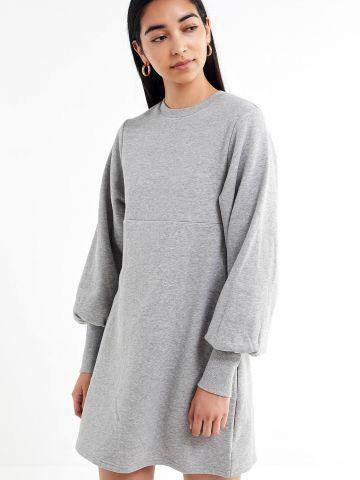 שמלת סווטשירט מיני עם שרוולי בלון UO