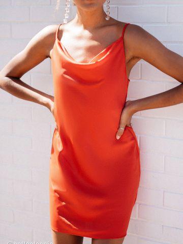 שמלת מיני סאטן עם צווארון נשפך UO