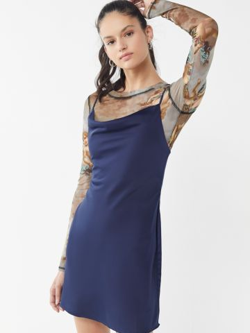 שמלת סאטן מיני עם צווארון נשפך UO