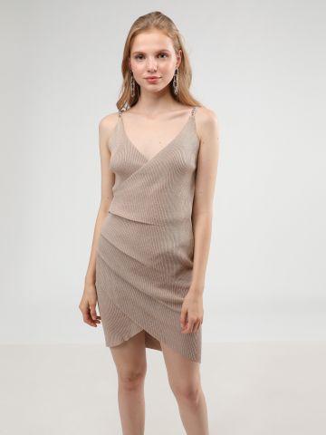 שמלת מיני לורקס בסגנון מעטפת עם כתפיות שרשרת