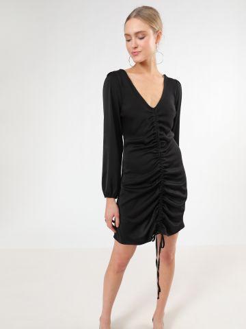 שמלת סאטן מיני עם פסי כיווץ