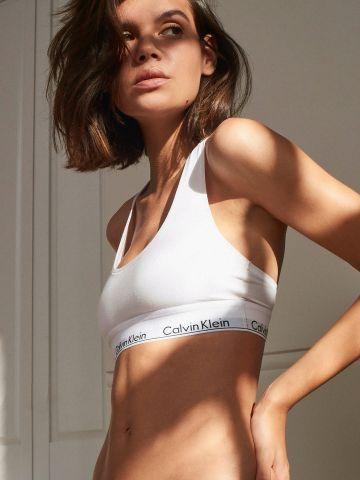 טופ בייסיק עם סטריפ לוגו Calvin Klein