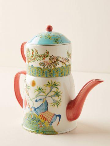 קנקן תה מפורצלן עם עיטורי סוסים וצמחים