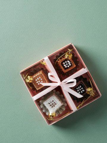 מארז 4 קישוטים לתלייה בצורת שוקולד