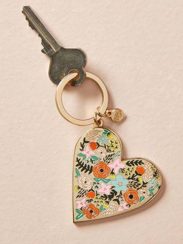מחזיק מפתחות בצורת לב פרחוני Rifle Paper Co