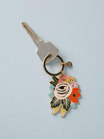 מחזיק מפתחות בצורת פרח Rifle Paper Co