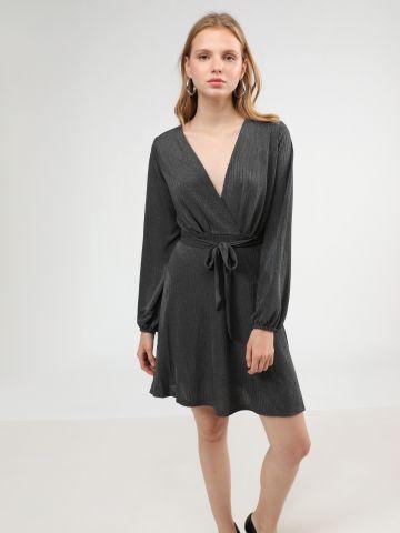 שמלת מיני ריב בסגנון מעטפת עם חגורת קשירה