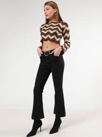 ג'ינס קרופ עם סיומת מתרחבת