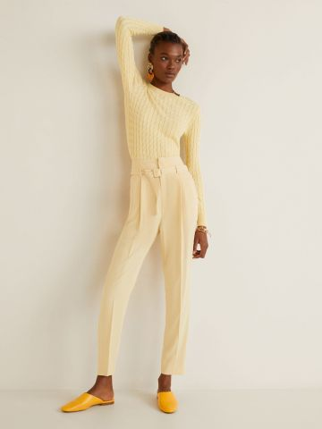 מכנסיים מחויטים עם חגורה
