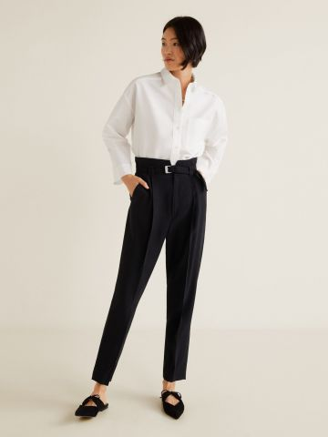 מכנסיים מחויטים עם קפלים