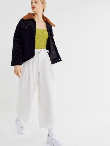 מכנסי פייפרבאג רחבים עם קפלים UO