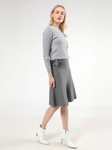 חצאית סריג מידי עם עיטור קשירה