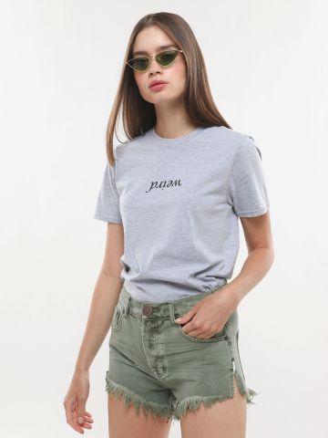 ג'ינס קצר עם שפשופים ופרנזים