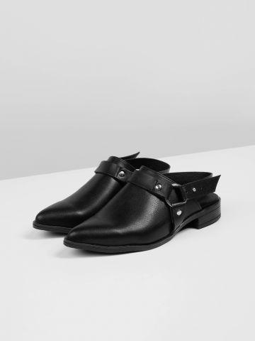 נעלי מיולז דמוי עור עם רצועה אחורית