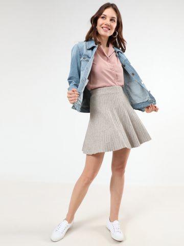 חצאית מיני ריב בגזרה גבוהה