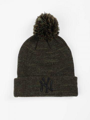 כובע גרב מלנז' עם פונפון ורקמת יאנקיז / נשים