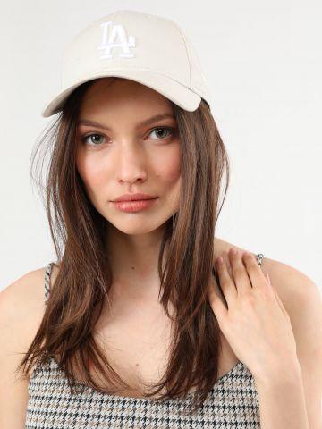כובע מצחייה עם רקמת LA