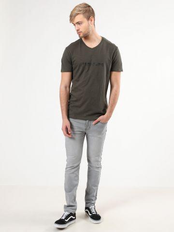 ג'ינס סלים בשטיפה בהירה עם שפשופים