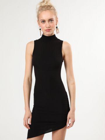 שמלת ריב מיני אסימטרית עם צווארון גבוה