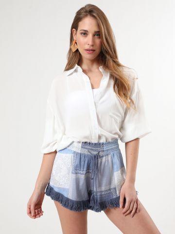 מכנסיים קצרים בהדפס פייסלי עם פרנזים