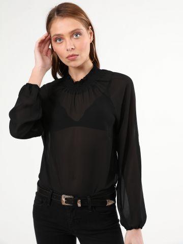 חולצת שיפון עם צווארון גבוה בשילוב כיווצים