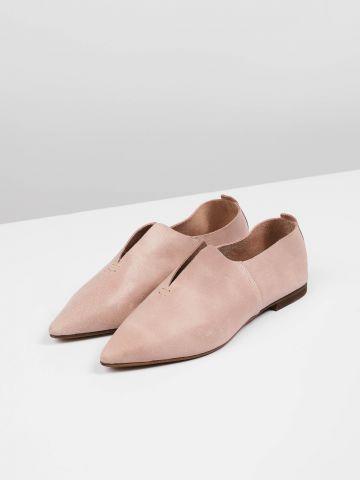 נעלי עור מחודדות עם שסע דקורטיבי