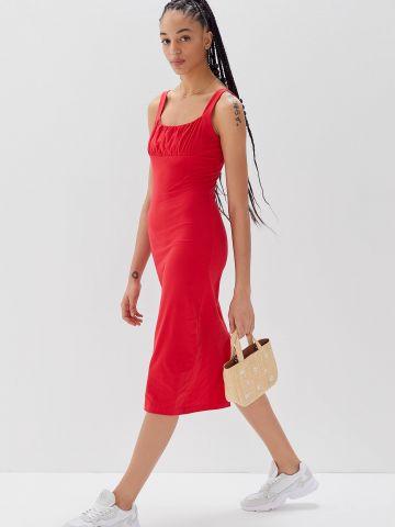 שמלת מידי עם קפלים בחזית UO